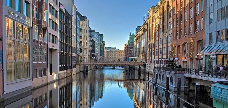 Шпайхерштадт, его каналы и мосты