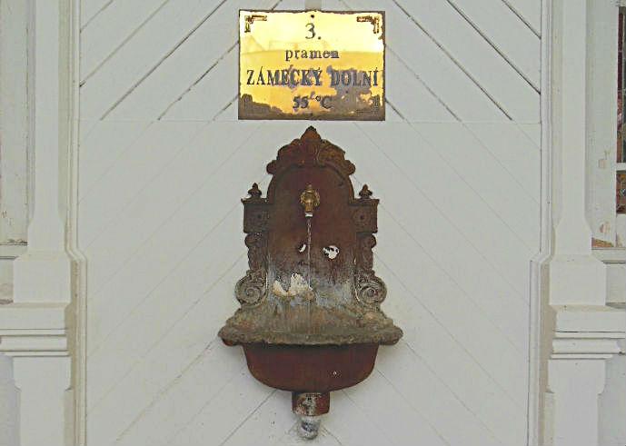 Nizhniy-zamkovyy-istochnik