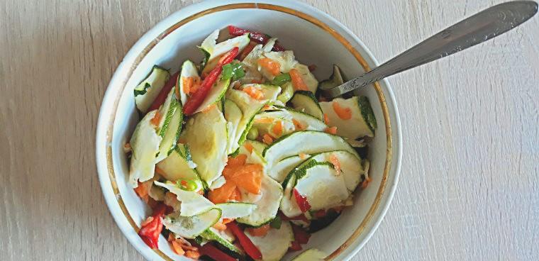 Салат из моркови и кабачка