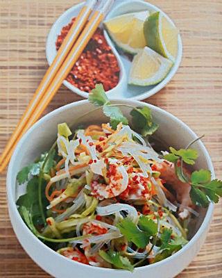 Капустный салат с морковью и кориандром
