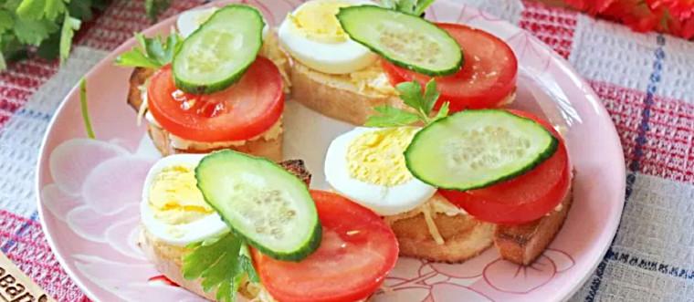 Бутерброд с яйцом огурцом помидором_обработано