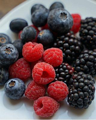 Черника, малина и другие ягоды