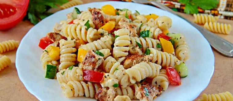 Холодный салат с макаронными изделиями