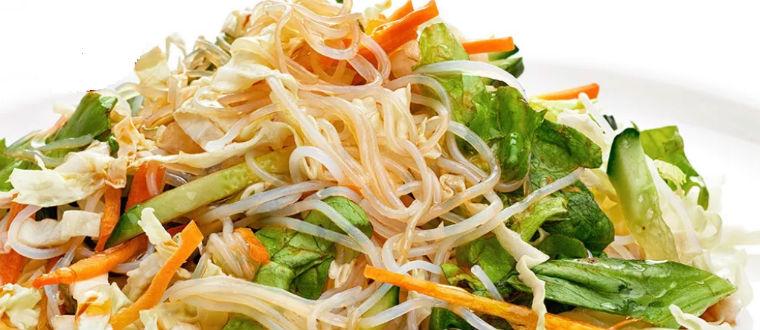 Салат с лапшой капустой и грибами