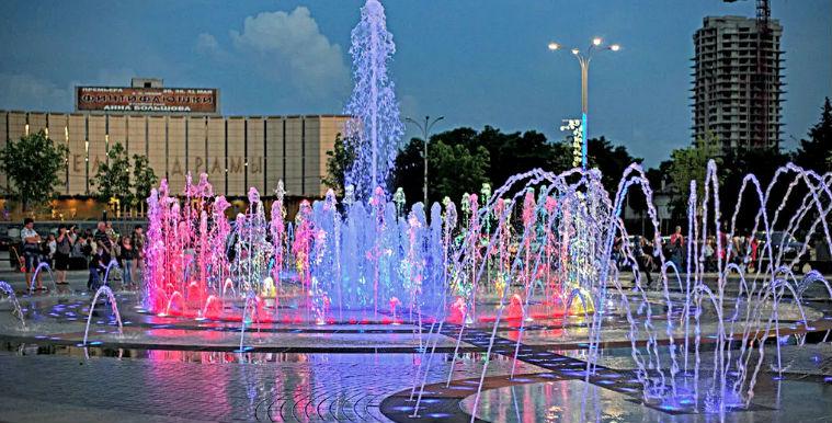 Танцующий фонтан на Театральной площади