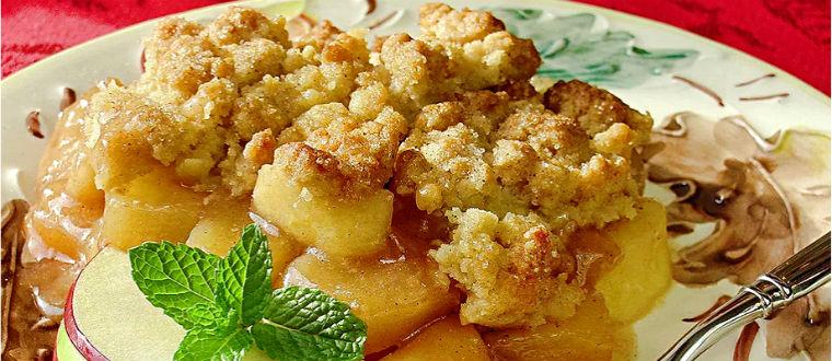Яблочный десерт с сухариками