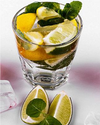 Лимонная вода с базиликом