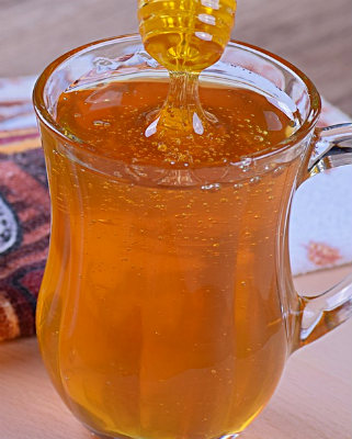 Мед в бокале