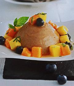Десерт с фруктми и орехами