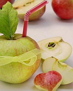 Яблоки целиком и кусочками