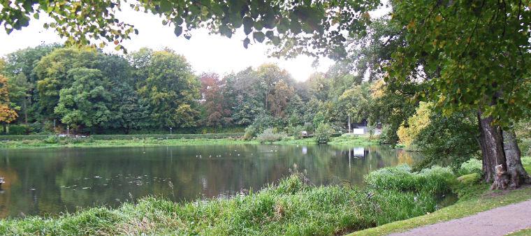 Озеро у замка