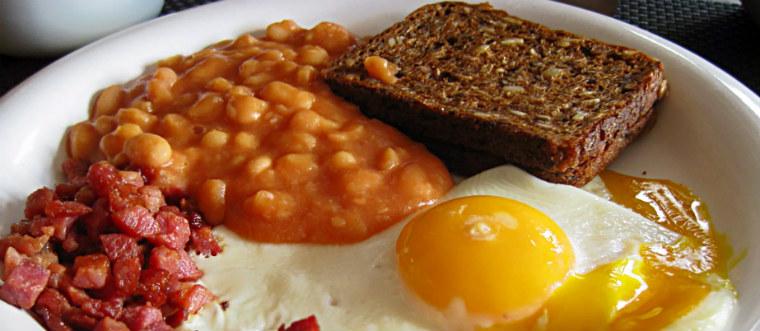 Английский завтрак бекон, яйцо, фасоль