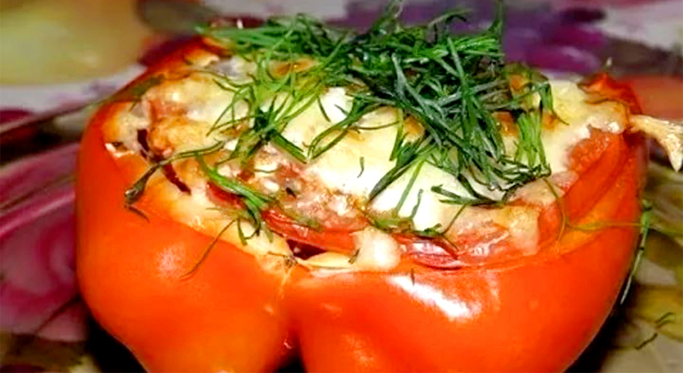 Перец с помидорами и сыром моцарелла