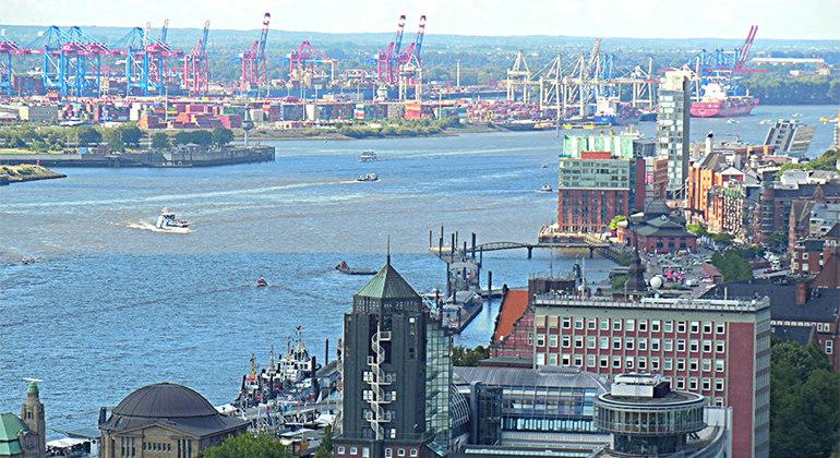 Порт Гамбурга с высоты птичьего полета