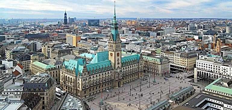 Ратушная площадь в Гамбурге