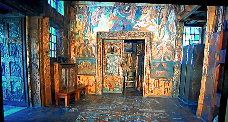 Восточная стена зала Эдды