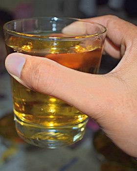 Алкоголь в стакане