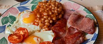 Белковый завтрак-яичница с беконом