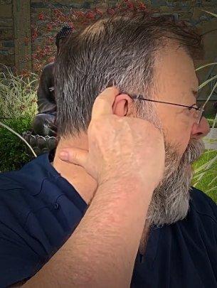Точки над ушами для снятия головной боли