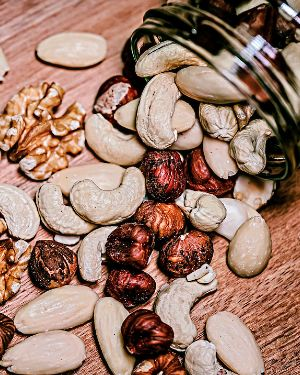 Орехи кешью, фундук и миндаль