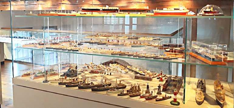 Экспонаты коллекции моделей кораблей