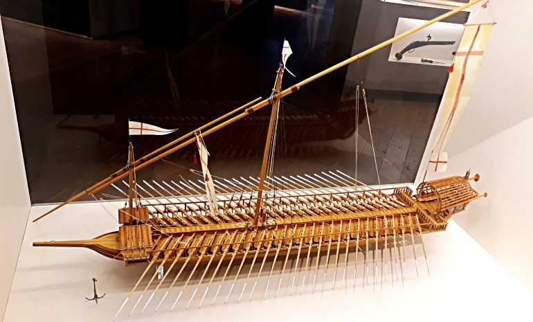 Одна из моделей парусников