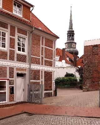 остроконечный шпиль церкви святых козьмы и дамиана